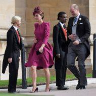 kate portait la robe fuchsia manche longue pour mariage de la princesse Eugenie et Jack